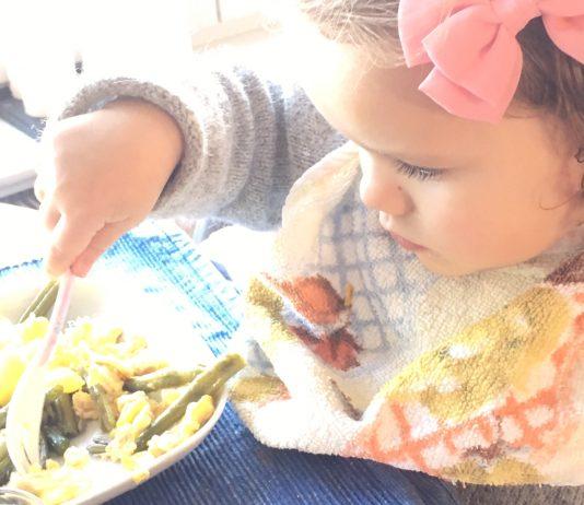 Fingerfood statt Brei? Wann dieser neue Ess-Trend für dein Baby gefährlich wird