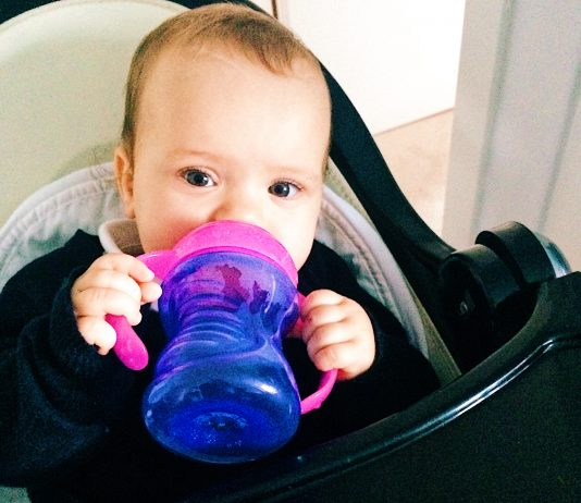 Bloß keinen Fruchtsaft für Babys, sagen Kinderärzte in den USA