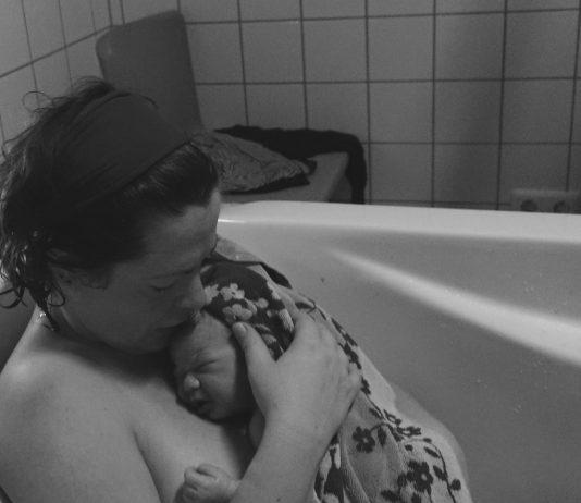 Inken Arntzen mit ihrem Baby nach der HypnoBirthing Geburt - für sie eine schöne Erfahrung