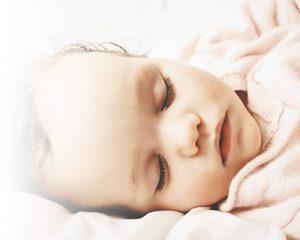 Ab wann Baby im eigenen Zimmer schlafen lassen