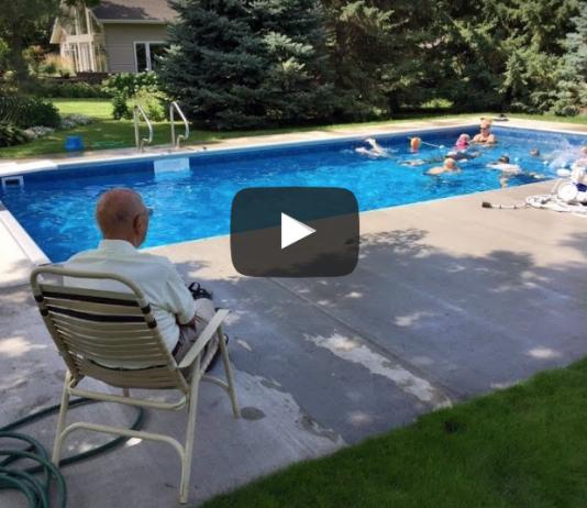 Der traurige Grund, warum dieser Opa einen Pool für die Nachbarskinder baute