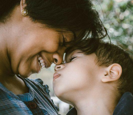 Für mehr Umarmungen! So helfen sie deinem Kind (und dir)