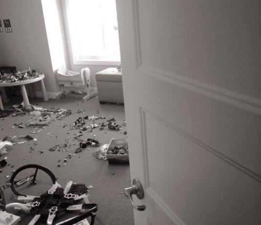 Jeden Abend räumte sie das Kinderzimmer auf. Bis ihr Mann ihr diese eine Frage stellte….