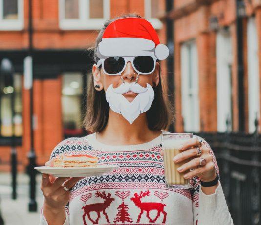 Streit an Weihnachten: Verkleidete Frau