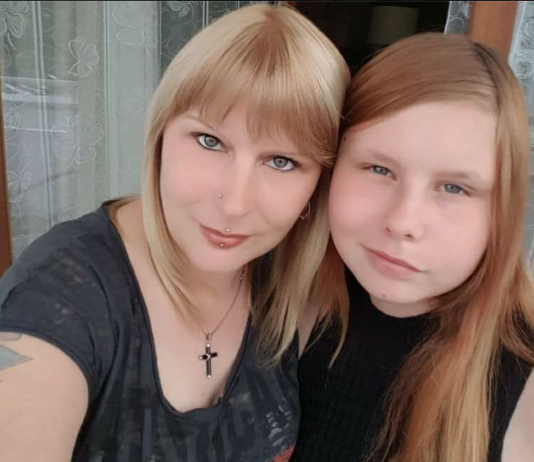 Ein 14-jähriges Mädchen, ihr Tumor, und eine verzweifelte Mama, die alles für ihr Kind tun würde