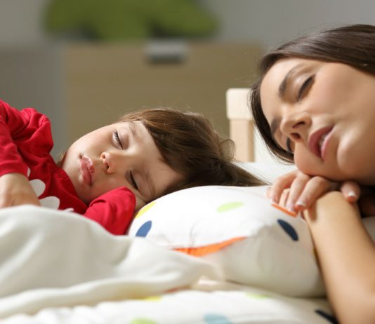 Müde? 5 Tricks, wie du dich auch nach wenig Schlaf erholt fühlst