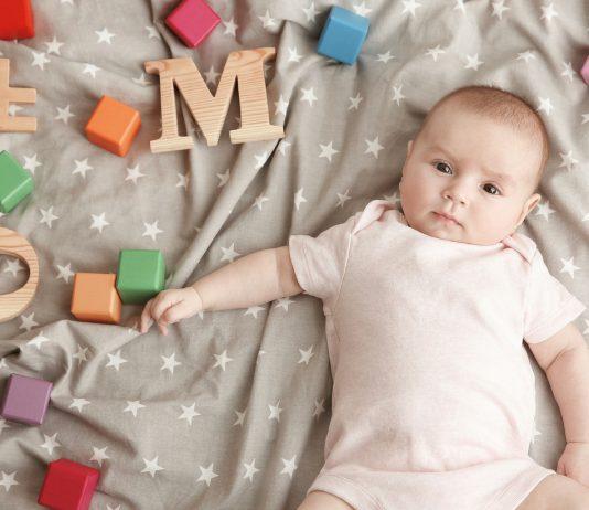 Baby mirt Buchstaben für Babynamen