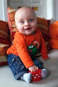Fabian kann nach der Operation seiner Lippen-Kiefer-Gaumen-Spalte endlich sein strahlendes Lächeln zeigen.