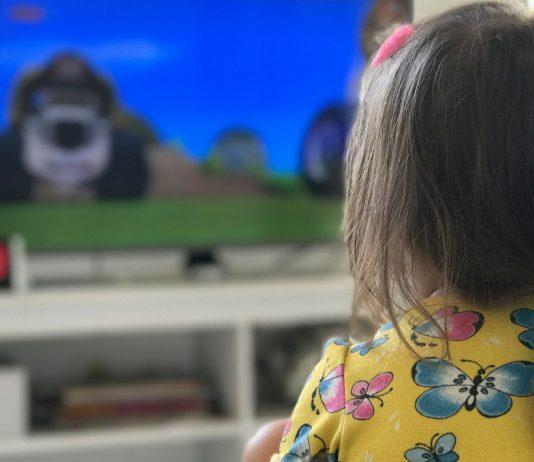 Mit diesem Trick kriege ich mein Kind vom TV weg – ohne Wutanfall!
