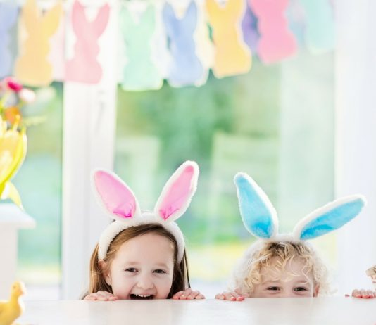Kinder mit Hasenohren