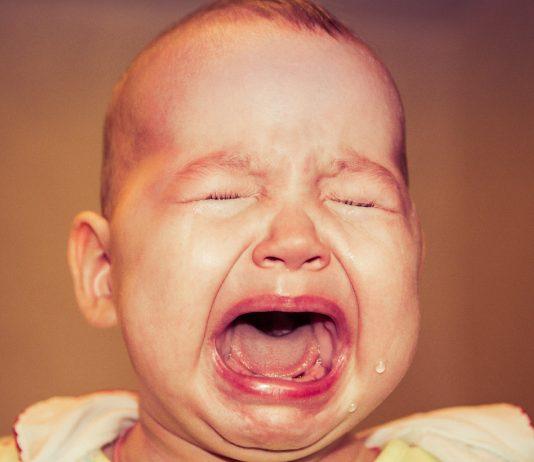Schreiendes und weinendes Baby