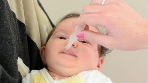 Kind bekommt Antibiotika