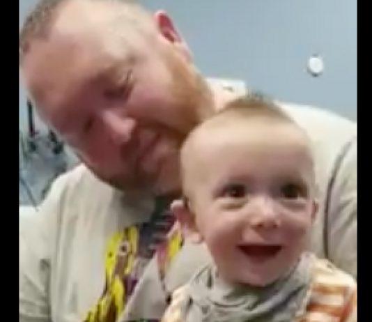 Unglaublich süßes Video: Fünf Monate alter Junge hört zum ersten Mal seine Mama