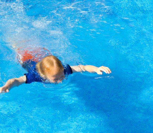 Kinder ertrinke Erste Hilfe: Kleinkind im Wasser