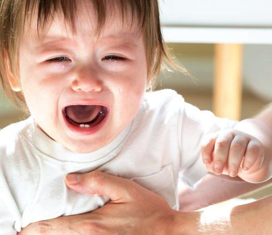 Kind weint bei Kita-Eingewoehnung