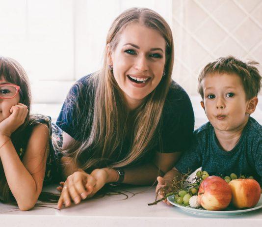Mama mit ihren beiden Kindern