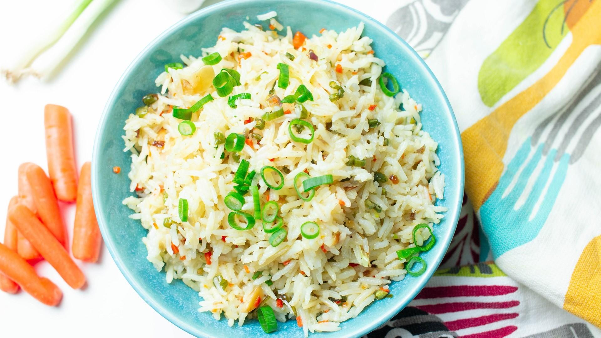 Gebratener Reis ist ein tolles vegetarisches Gericht für Kinder