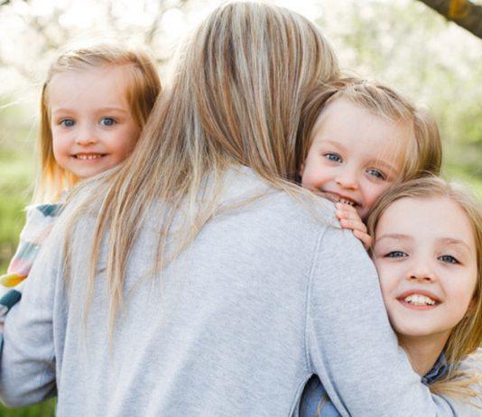 Studie zeigt: Dreifach-Mamas sind die gestresstesten Mütter