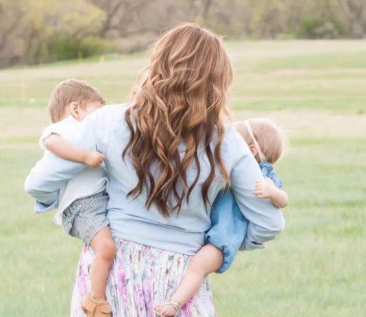 Mama adoptiert zwei Babys – und ahnt nicht, dass sie Geschwister sind