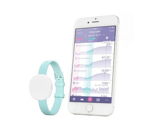 Ava Armband mit App auf Smartphone