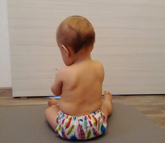Baby sitzt