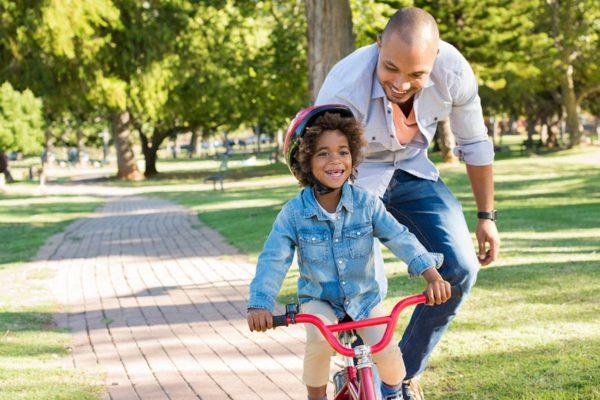 Beachtet man ein paar Dinge, können Kinder schnell Fahrradfahren lernen.