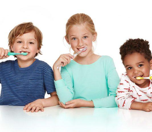Kinderzähne mit Karex putzen