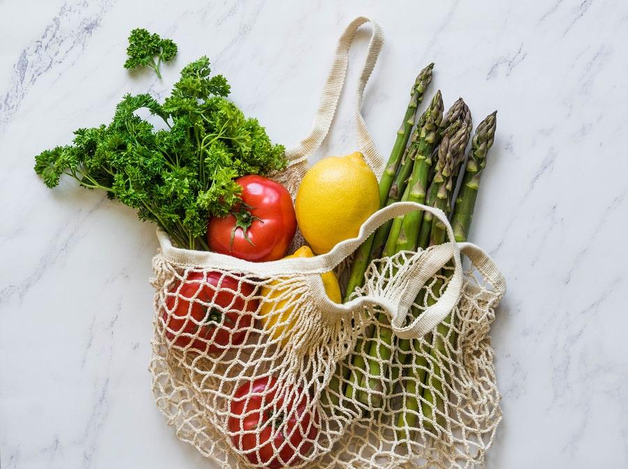 Einkaufsnetz mit Gemüse