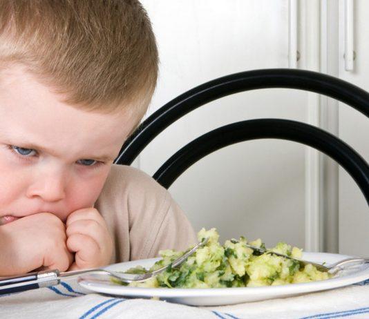 Junge Mittagessen