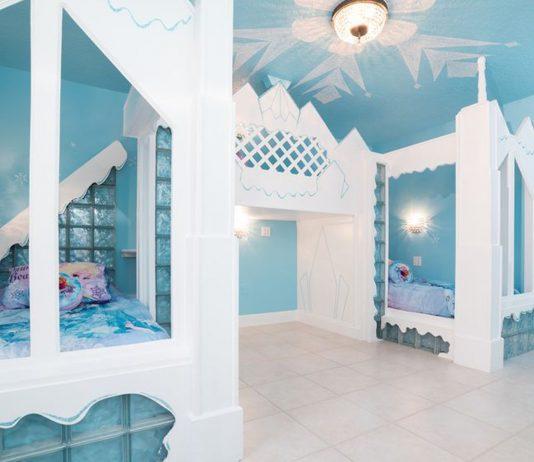 Eispalast mit Anna und Elsa im Frozen-Ferienhaus
