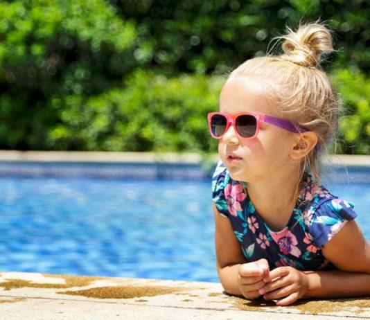 Vorsicht Sonnenstich: Mädchen ohne Sonnenhut