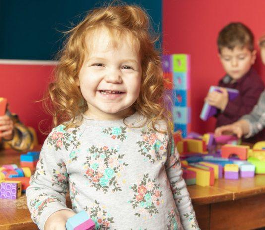 Kita-Eingewöhnung: Kind freut sich