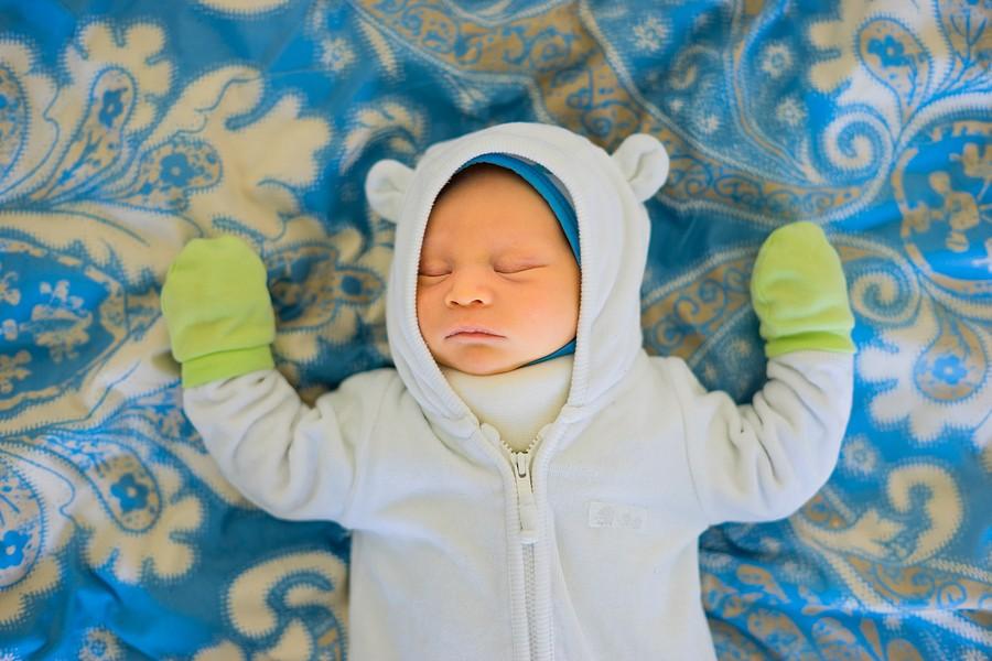 Baby Nachts Kalte Hände Und Gesicht