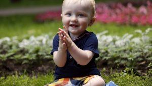 Wachstumsschub Baby Klatschen