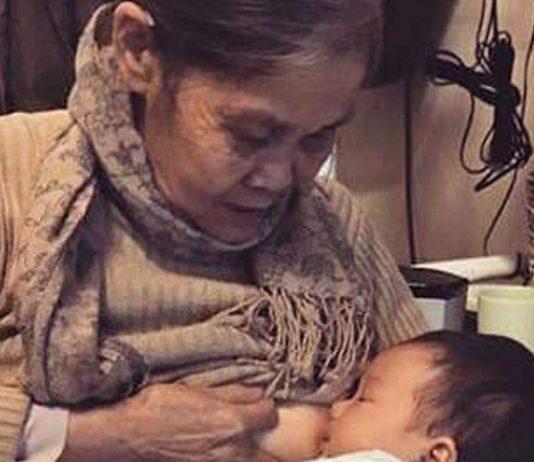 Großmutter stillt ihr Enkelkind