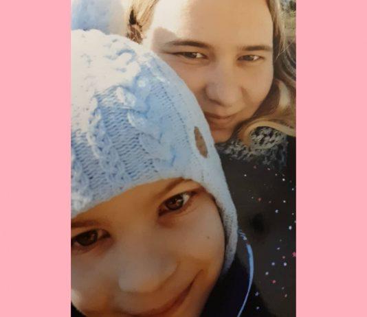 Pia mit ihrer Mama Jennifer