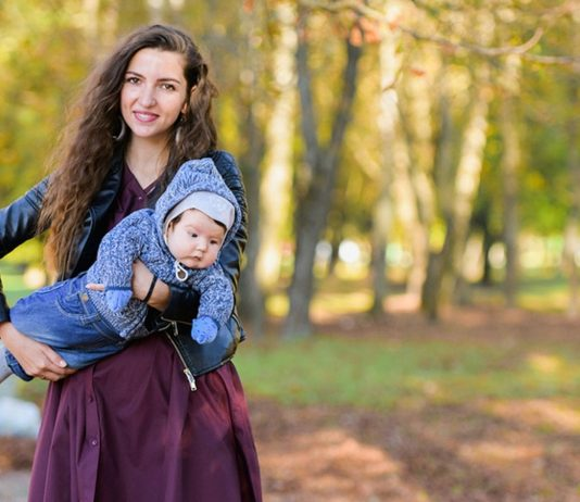 weniger-teenager-muetter: mama mit baby