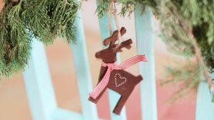 Weihnachtsbaum kindersicher: Elch-Anhänger aus Filz
