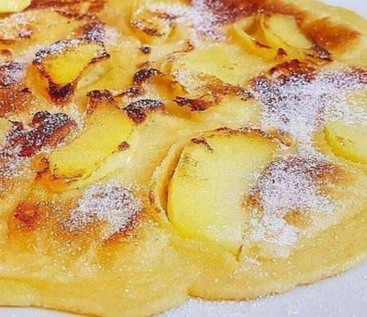 Apfelpfannkuchen ohne Milch: Foto eines Apfelpfannkuchens