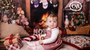 Baby in C&A Weihnachtsoutfit