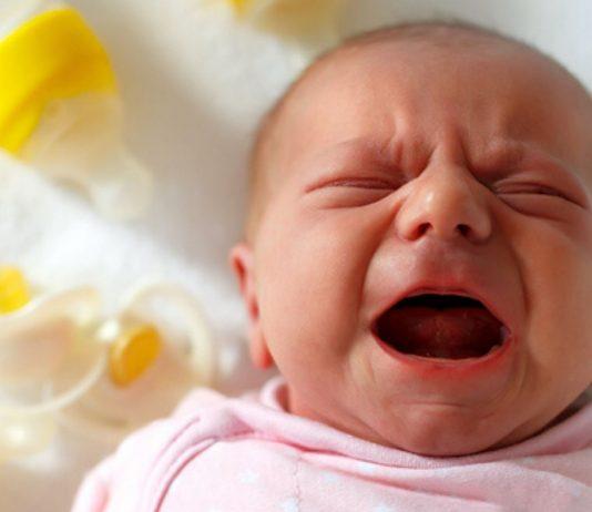 Baby trinkt nicht und weint