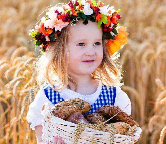 Kleines Mädchen im Dirndl: bayrische Maedchennamen sind traditionell und trotzdem modern