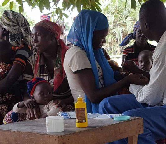 Dr. Etienne Mahangaiko beim Impfen im Chad