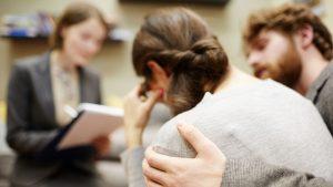 Paar erfaehrt bei Aerztin von missed abortion