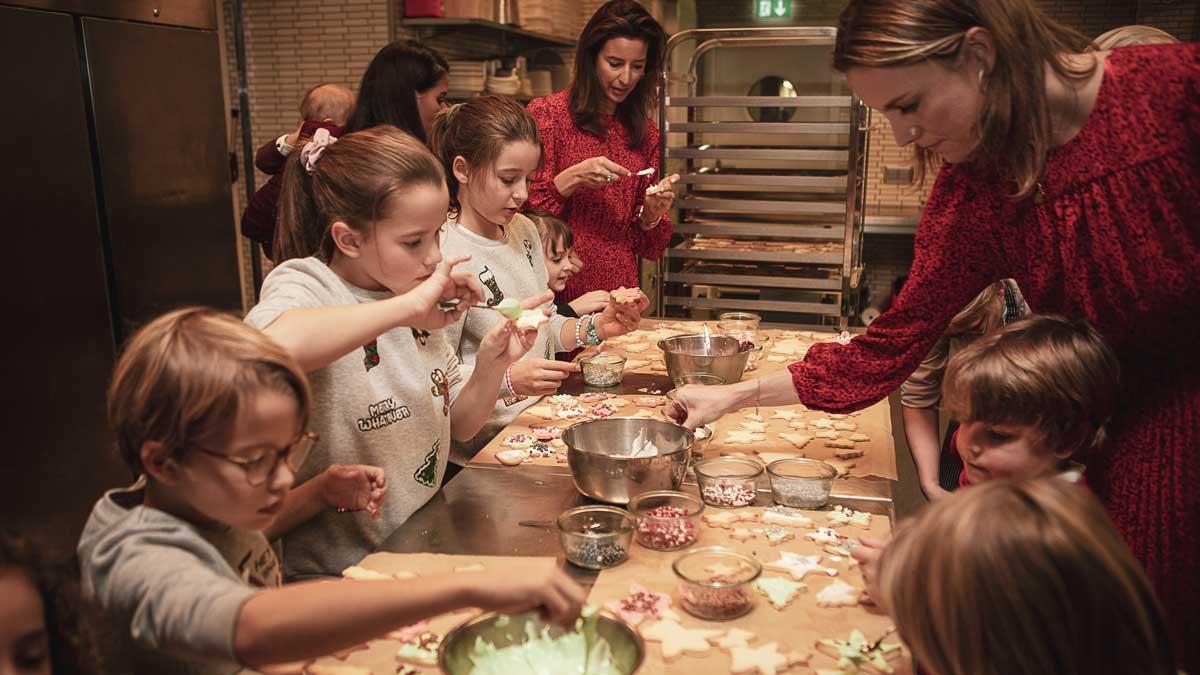 Plätzchen backen beim Weihnachtsevent C&A Echte Mamas