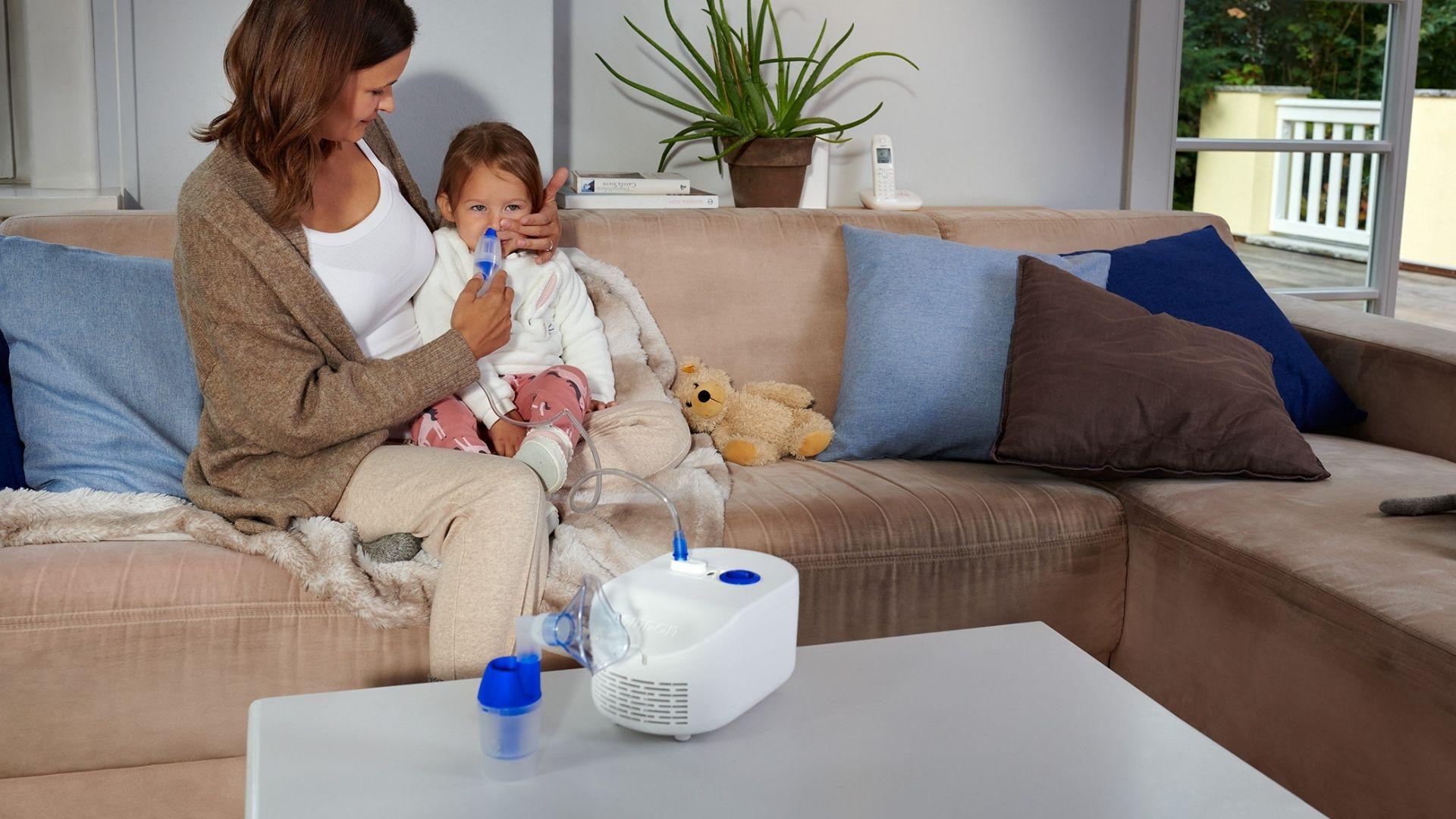 Nasendusche beim Kind - mit dem C102 Total von OMRON kinderleicht