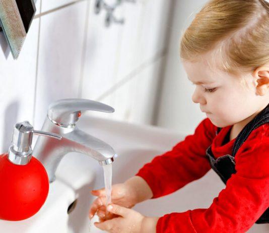 Wenn es richtig angegangen wird, klappt das Händewaschen bei Kindern rasch richtig gut!