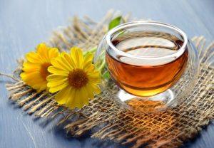 Bei Kinderwunsch solltest du täglich 3 Tassen Nestreinigungstee trinken.