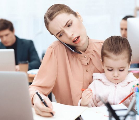 Mit den richtigen Tipps wird die Vereinbarkeit von Beruf und Familie einfacher.