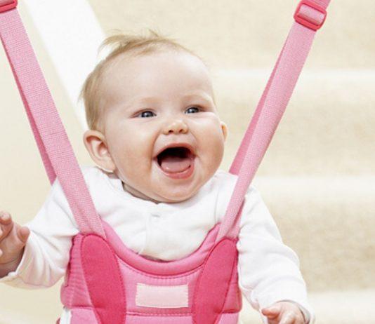 Türhopser können für Babys gefährlich werden - auch wenn die Kleinen Spaß haben.